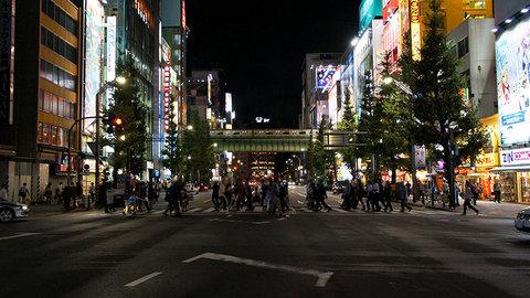 夜の秋葉原中央通り