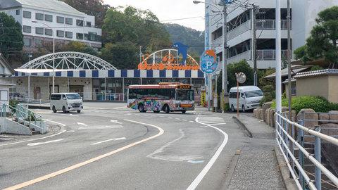 三津シーとラッピングバス