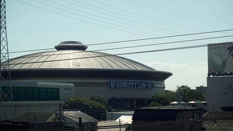 新幹線の車窓から見た日本ガイシホール