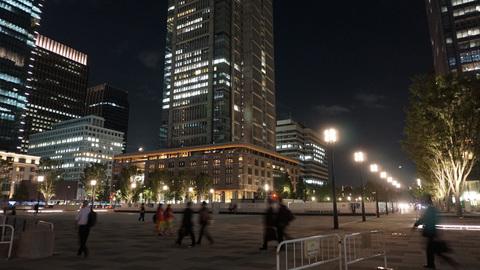東京駅丸の内口前広場