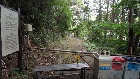ロープウェイ駅への道
