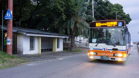 長井崎中学校前経由のバス