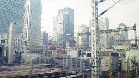 新幹線の車窓から見る東京駅
